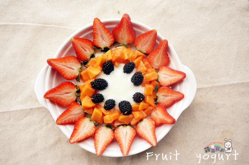 酸奶水果拼盘