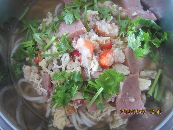 烤味千叶豆腐,辣炒扁豆丝,奶香紫薯银耳露,鲜虾火腿面 棉花糖