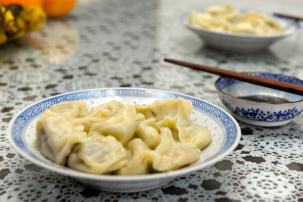 麻麻制饺子,水果拼盘_某晓易elaine的美食日记_豆果图片