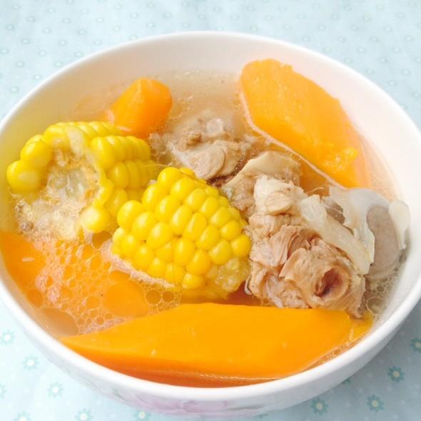玉米红萝卜筒骨汤
