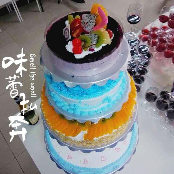 四层生日蛋糕
