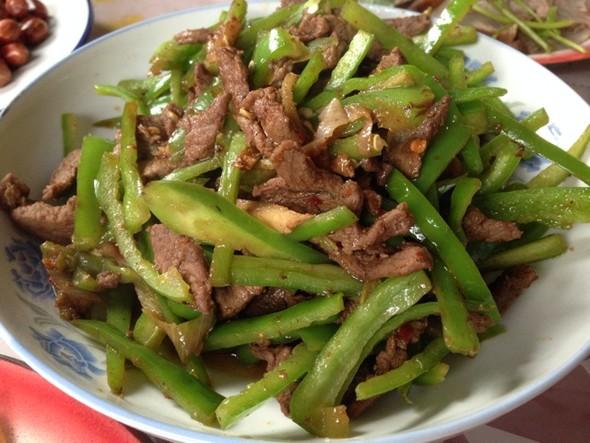 酸菜豆丝炒肉辣椒炒肉蒜苔炒肉油花生米_三虾饺子小肠图片