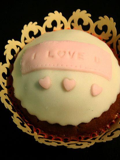 粉恋蝴蝶结翻糖纸杯蛋糕