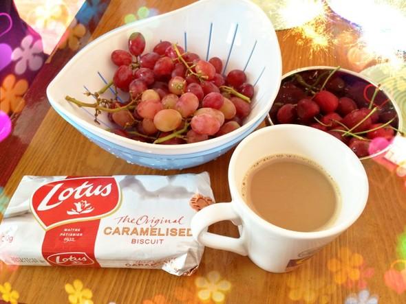 下午茶:coffee 焦糖饼干 水果