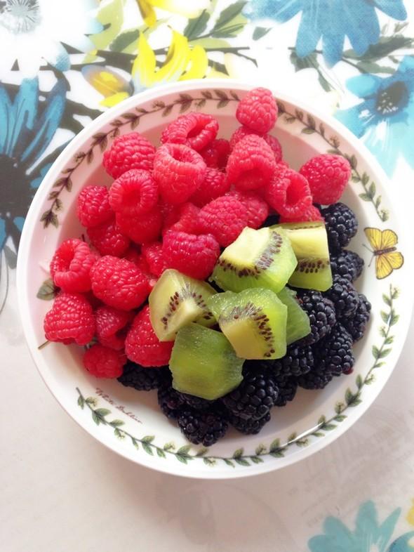 水果拼盘,生食蔬菜,蒸花卷儿